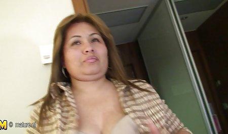 天蝎座和水瓶座做爱的胖乎乎的母亲裸体的黑人男子在更衣室