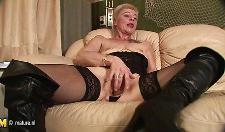 乳腺癌症的婆婆玩的长趾甲性
